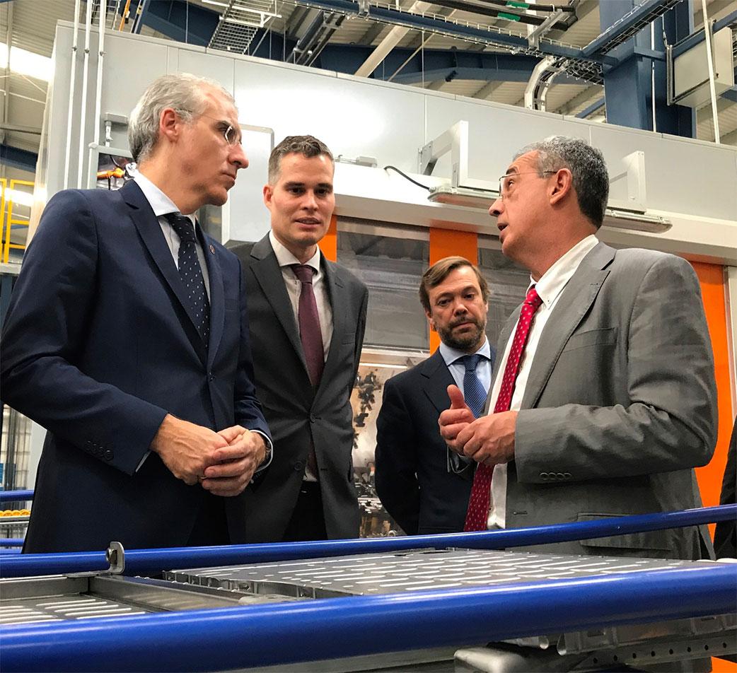 Francisco Conde, Alberto Álvarez y Antonio Mateos en las instalaciones de Viza México