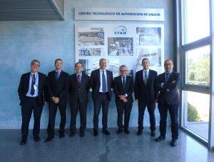 Imagen de la visita de Elecnor Deimos al CTAG. En el centro, Miguel Belló, CEO de Elecnor Deimos y Luis Moreno, Director General de CTAG, junto con directivos de ambas empresas.