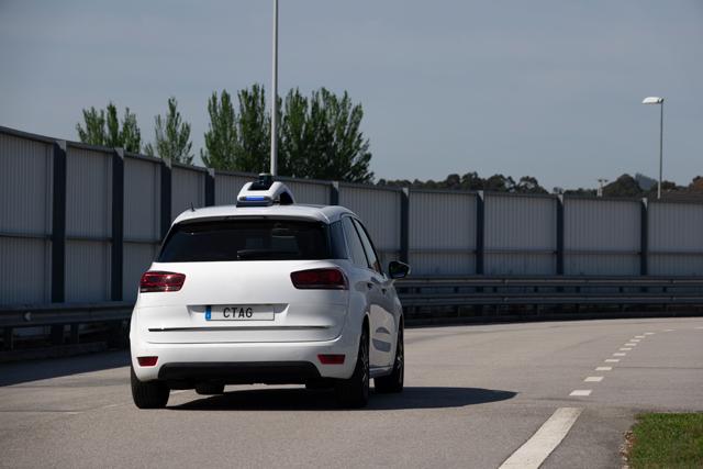 Vehículo autónomo en la pista de pruebas de CTAG
