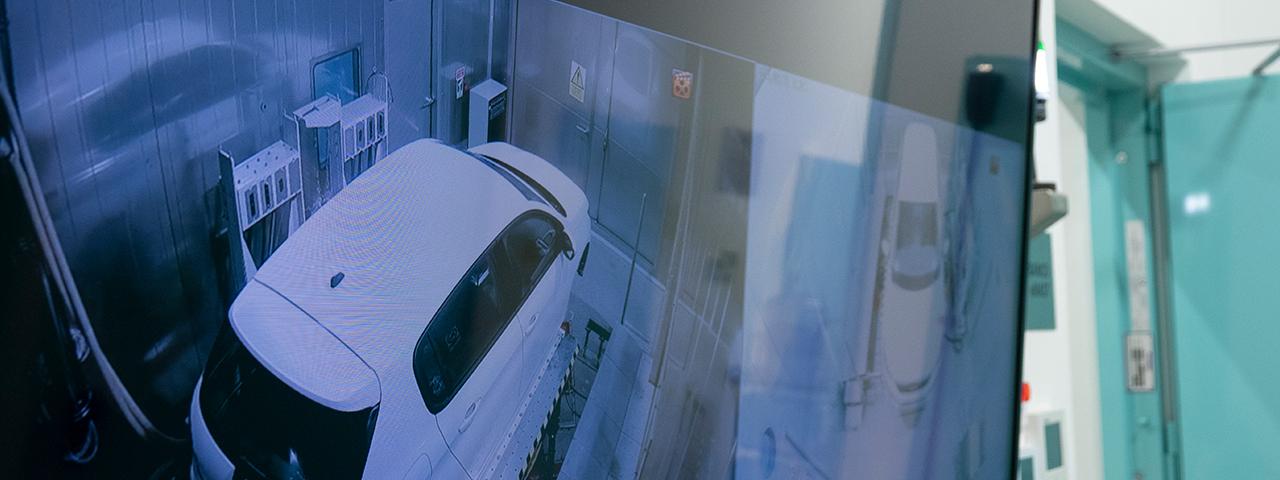 Ensayo en vehículo eléctrico en cámara climática de CTAG
